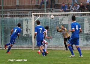 Colonna respige un tiro di Trotta foto Anicito