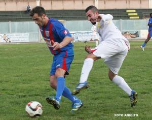 Corallo difende la palla foto Anicito