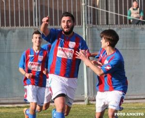 Scariolo festeggiato dopo il gol foto Anicito